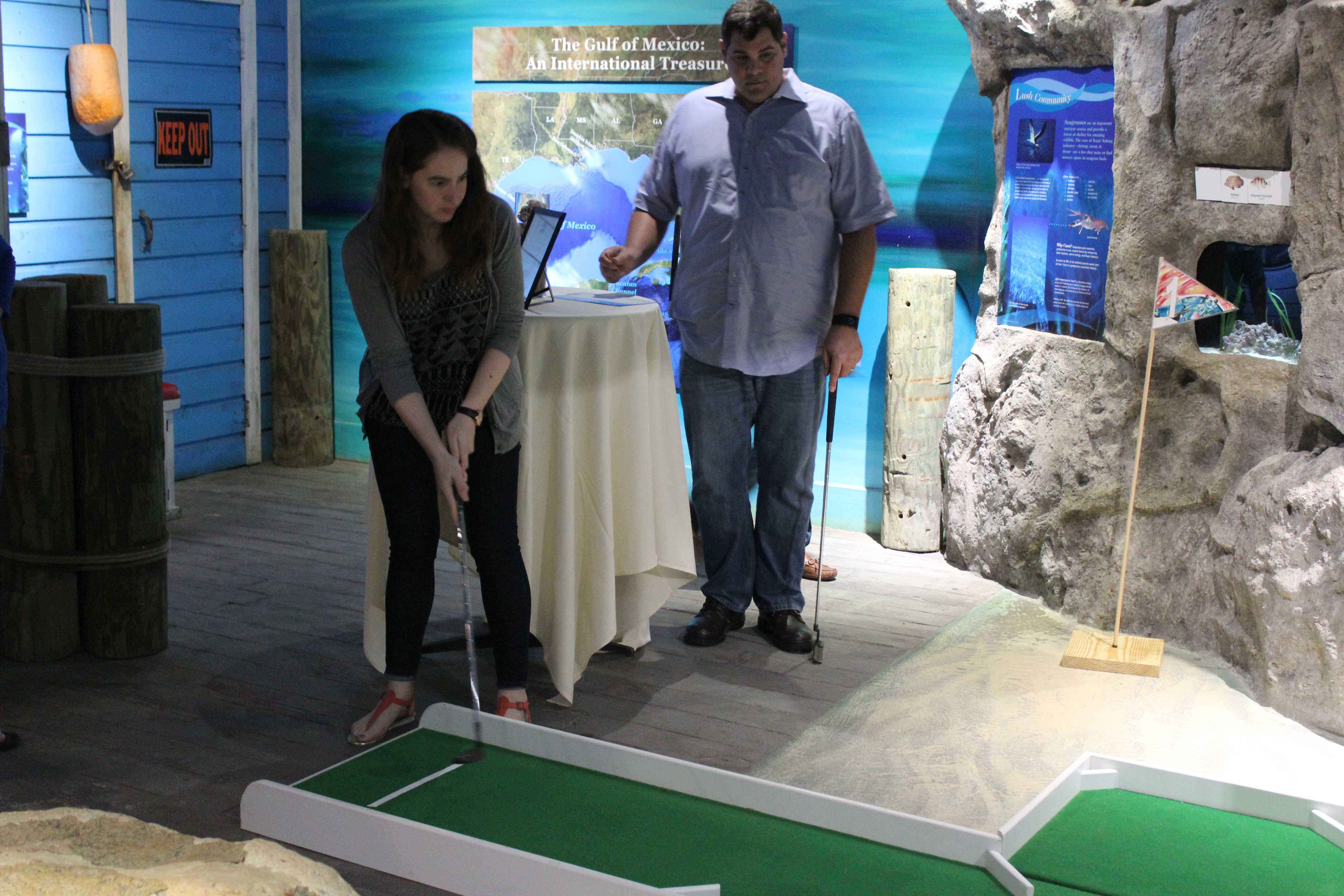 Aquarium hosts mini golf tournament for animals