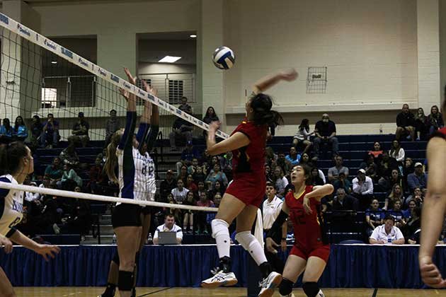 Volleyball welcomes China team to Island University