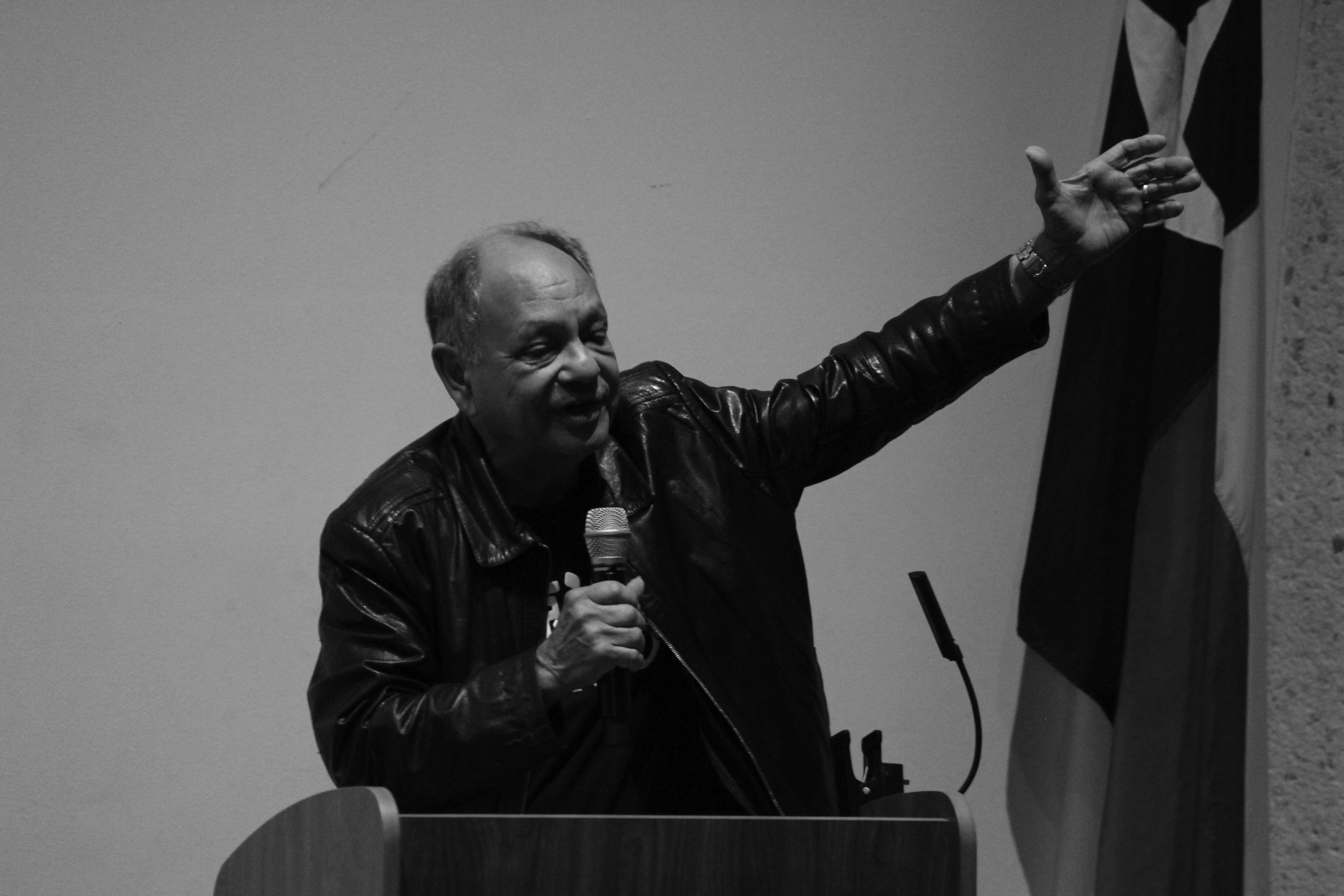Photo by Catharina Garett /ISLAND WAVES  Cheech Marin speaks about the importance of Chicano contributions to the art wold