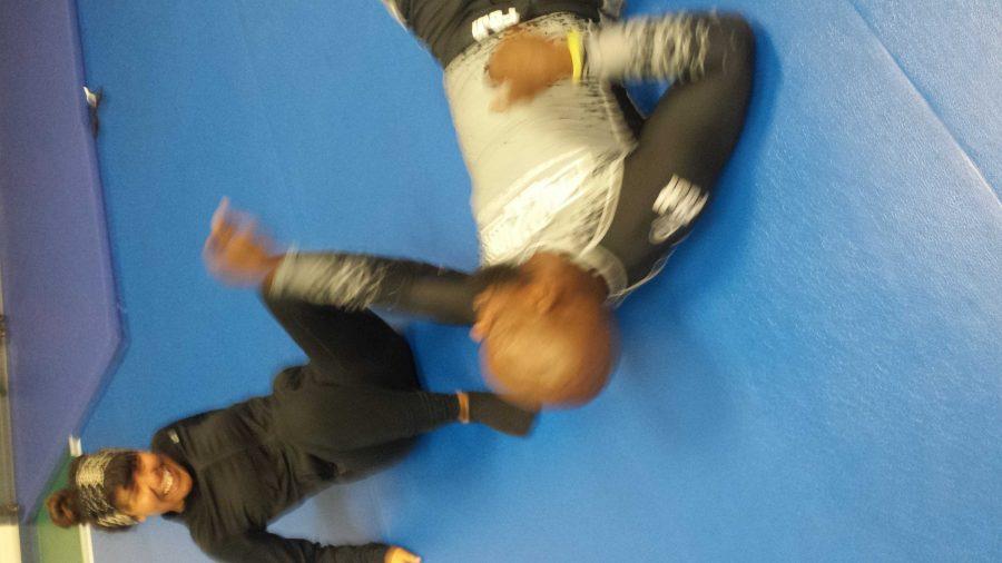 Photo+by+Jennifer+Cortez%2FISLAND+WAVES%0ASelf-defense+instructor%2C+Hershel+Shoats%2C+and+an+Islander+practicing+a+self-defense+move.