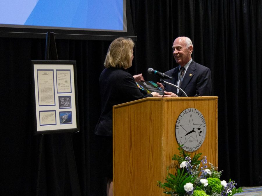 President Kelly Quintanilla presenting Dr. Robert R. Furgason with an honorary award for his contributions to the Island University. Photo by Sierra Lutz/ISLAND WAVES