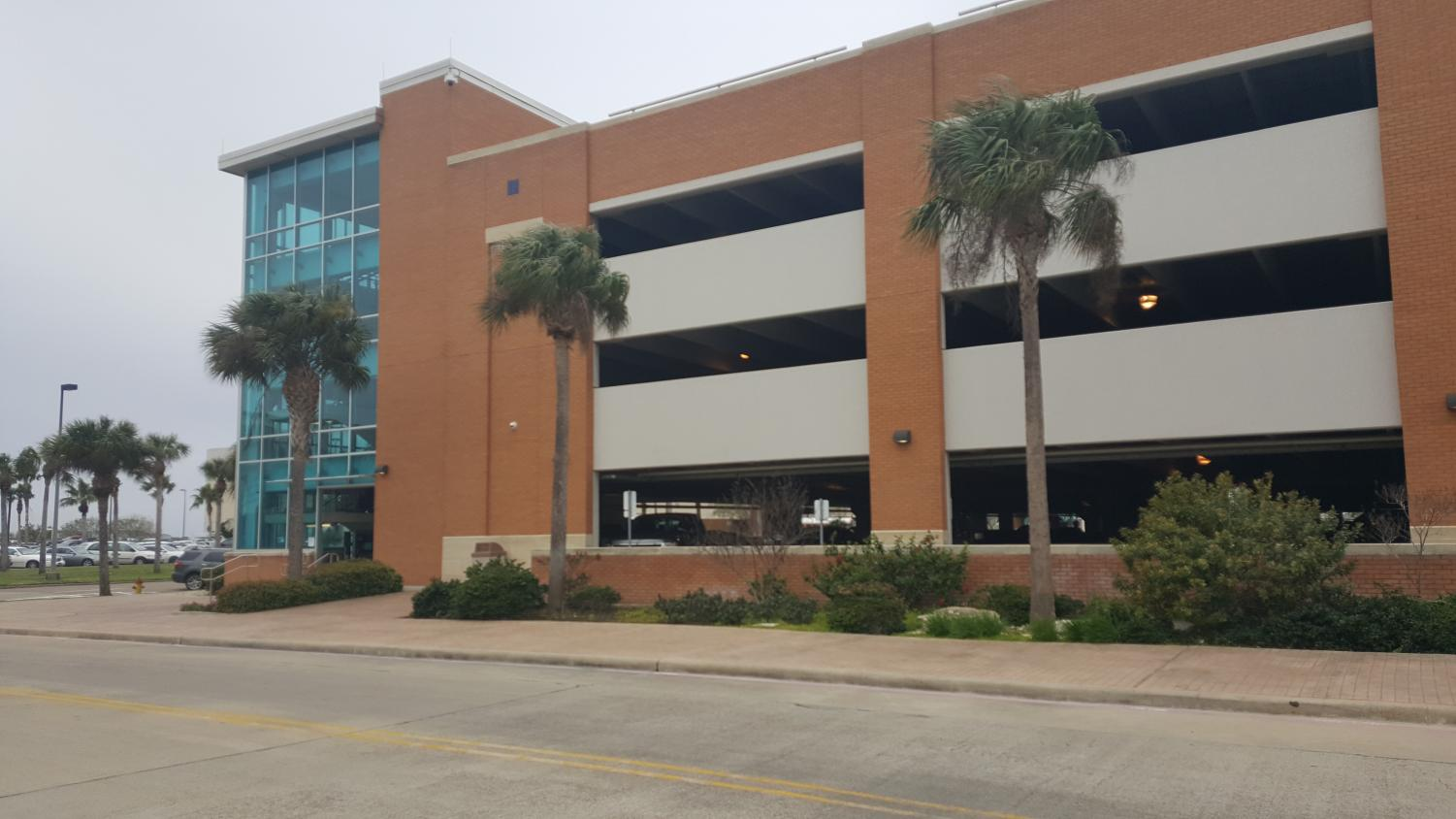 According to the TAMU-CC website, the Bayside Parking garage boasts 1,205 parking spaces, 32 of which are reserved on a 24/7 basis. Photo by Raul Alonzo Jr./ISLAND WAVES