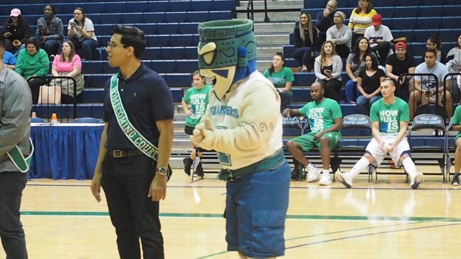 HOCO: student v. faculty game