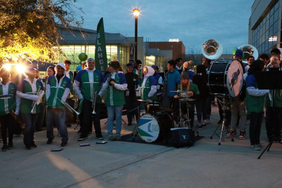 Photo by Arianna Aloia/ISLAND WAVES. The Islander Pep Band kicked of the Lighting of the I ceremony, getting Islanders in the school spirit.