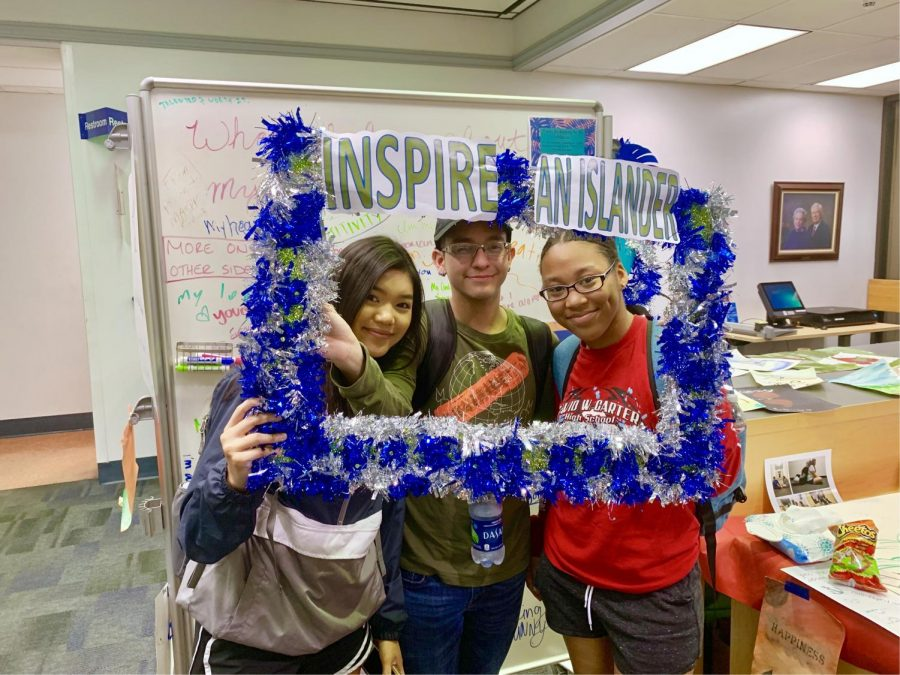 Photography courtesy of Benji McDaniel, Jen Natiola Pews, freshman pre-nursing major, Quinneicia Tatum freshman pre-nursing major, and Gabriel Ortiz sophomore pre-nursing major inspire fellow Islanders by leaving encouragements on the giant white board available.