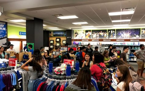 Students waiting in unexpected long lines at campus bookstore