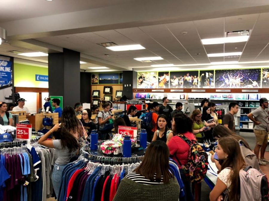 Photos courtesy of Johnathan Garcia. Students wait over 40  minutes at the campus bookstore the first week classes.