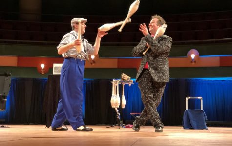 """Juggling duo gives TAMU-CC audience a """"SMIRK"""""""